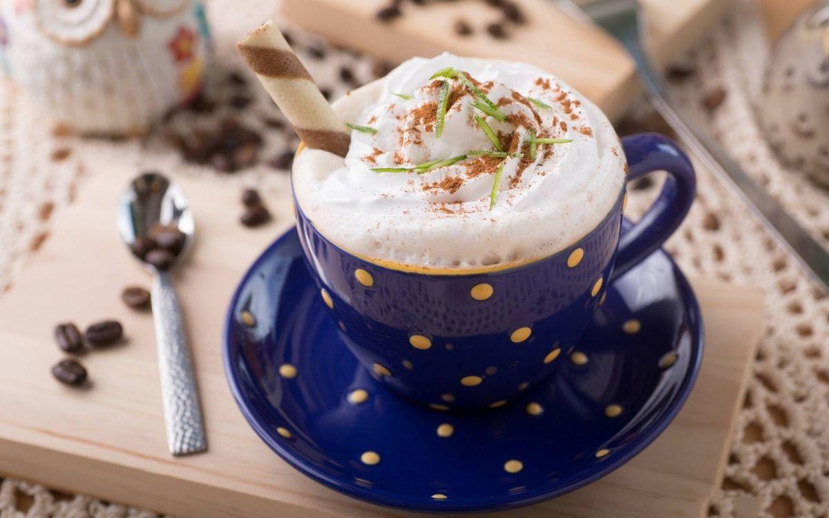 Фото бесплатно кофе, капучино, пена, корица, чашка, блюдце, ложечка, зерна, напитки