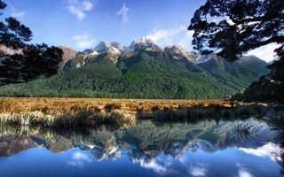 Фото бесплатно озеро, отражение, растительность, горы, вершины, снег, небо, природа