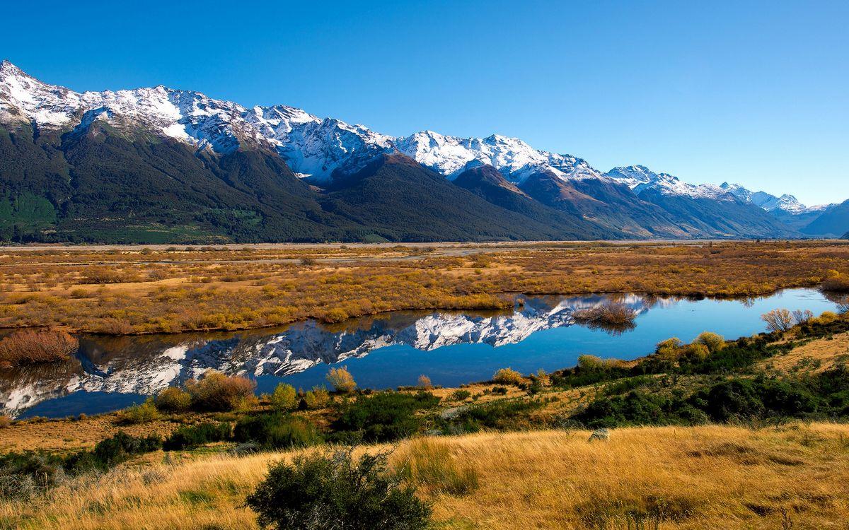 Фото бесплатно предгорье, река, трава, кустарник, горы, вершины, снег, небо, природа