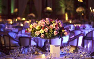 Бесплатные фото цветы,букет,гортензии,розы,ресторан,бокалы,столик