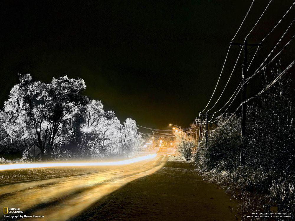 Фото бесплатно дорога, трава, свет, national geographic, фонари, линии, электропередачи, пейзажи, пейзажи