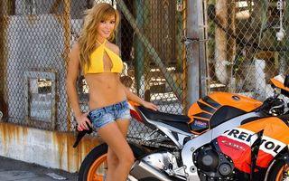 Фото бесплатно блондинка, веселая, красивая