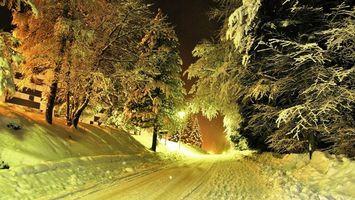 Бесплатные фото дорога,деревья,ночь,снег,сугробы,забор,фонарь