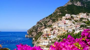 Обои горы, дома, цветы, море, лодки, яхты, город