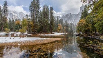 Бесплатные фото лес,река,горы,небо,снег,осень,деревья