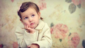 Бесплатные фото ребенок,девочка,глаза,взгляд,пальто,белое,разное