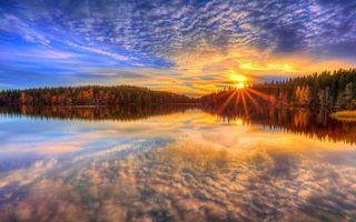 Заставки закат,озеро,лес,деревья,елки,лучи,солнце