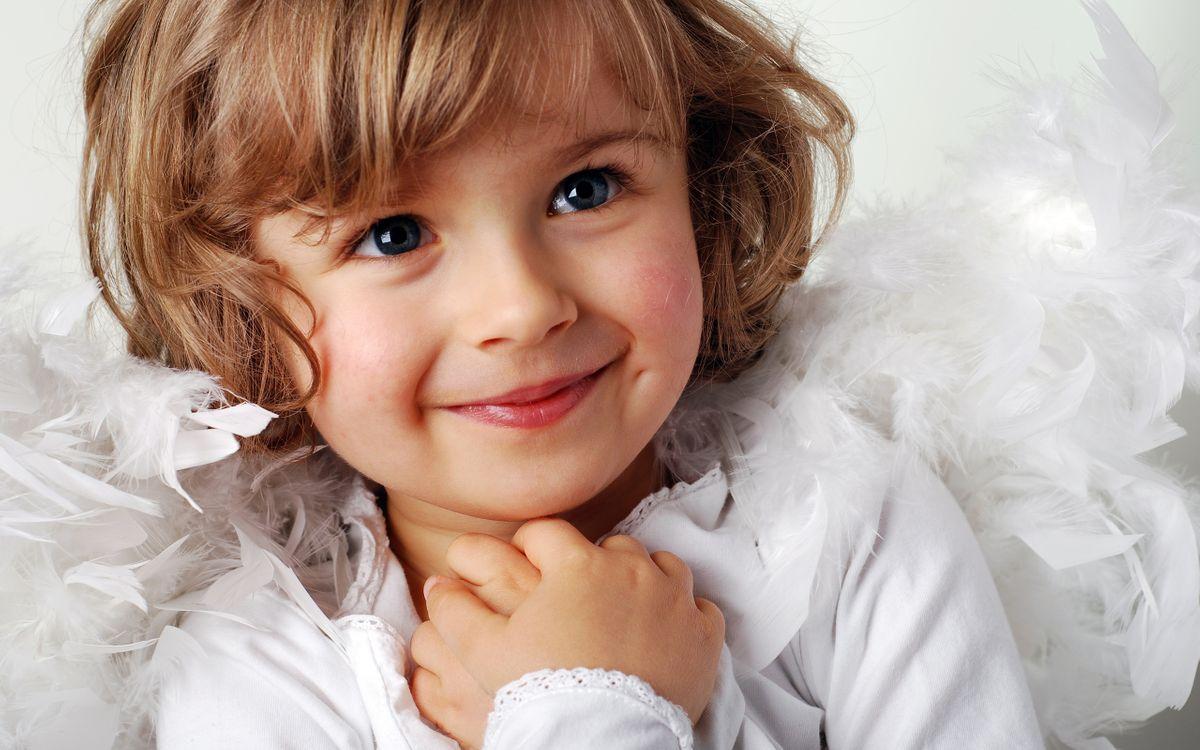 Фото бесплатно child, smile, new year, cute, childhood, little girl, happiness, beautiful, children, разное - скачать на рабочий стол