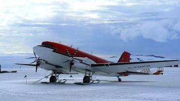 Бесплатные фото самолет,красный,белый,снег,крылья,небо,авиация