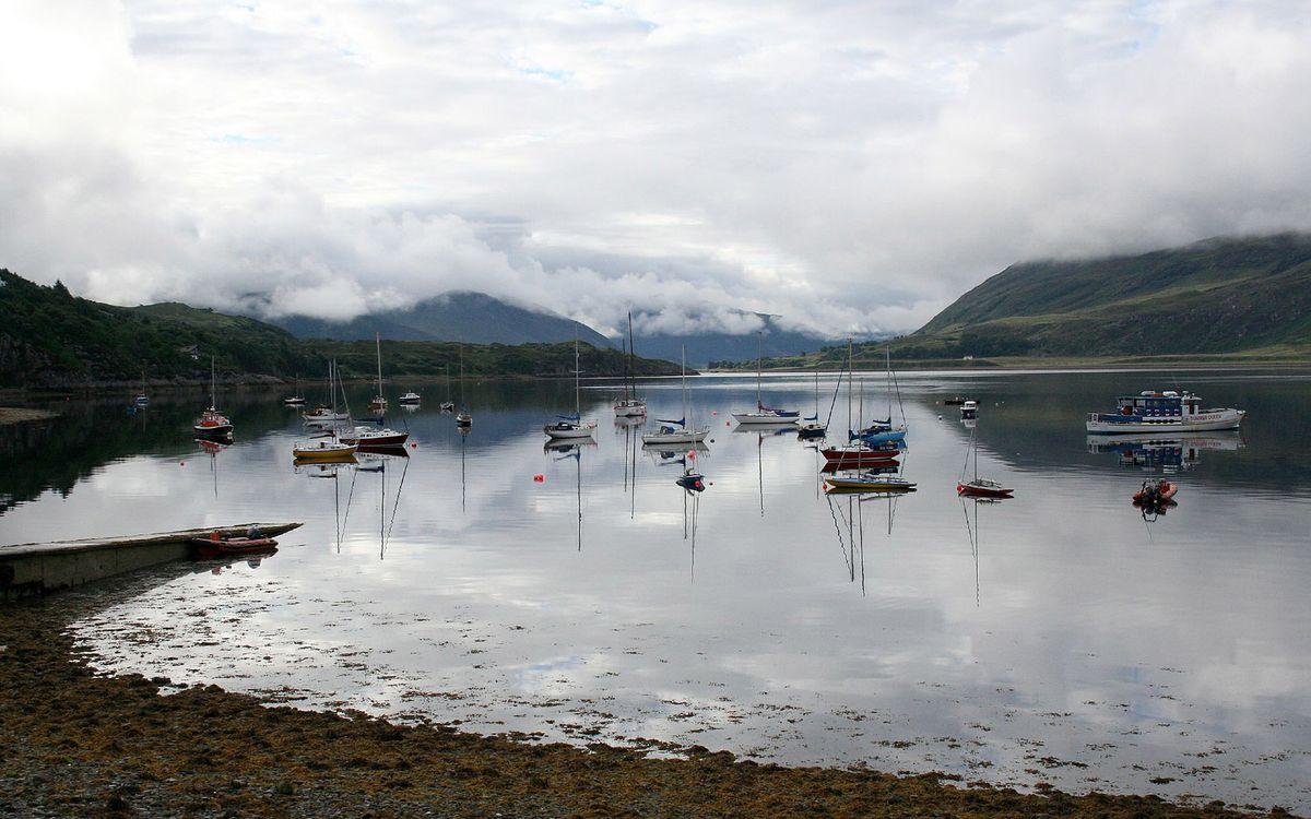 Фото бесплатно вода, озеро, лодки, горы, туман, облака, берег, природа, пейзажи, пейзажи