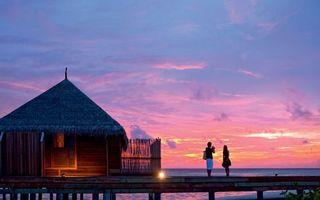 Бесплатные фото девушка, парень, берег, море, хижина, закат, пейзажи