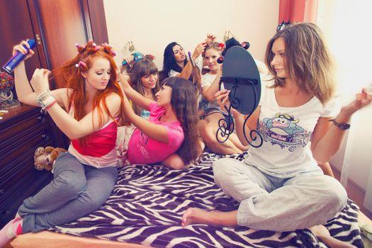 Заставки девушки, кровать, одежда
