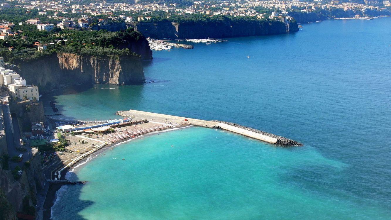 Фото бесплатно дома, утесы, море, вода, деревья, зелень, город, город