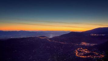 Фото бесплатно город, подножье горы, вечер