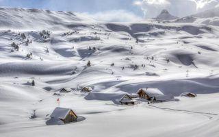 Бесплатные фото горы,снег,сугробы,деревья,дома,дорога,пейзажи
