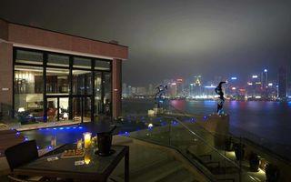 Бесплатные фото квартира,пейнтхаус,балкон,крыша,стол,шампанское,бокал