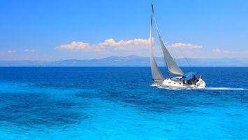Обои море, вода, волны, яхта, парус, белый, природа