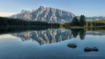 Бесплатные фото озеро,вода,лес,деревья,горы,небо,камни