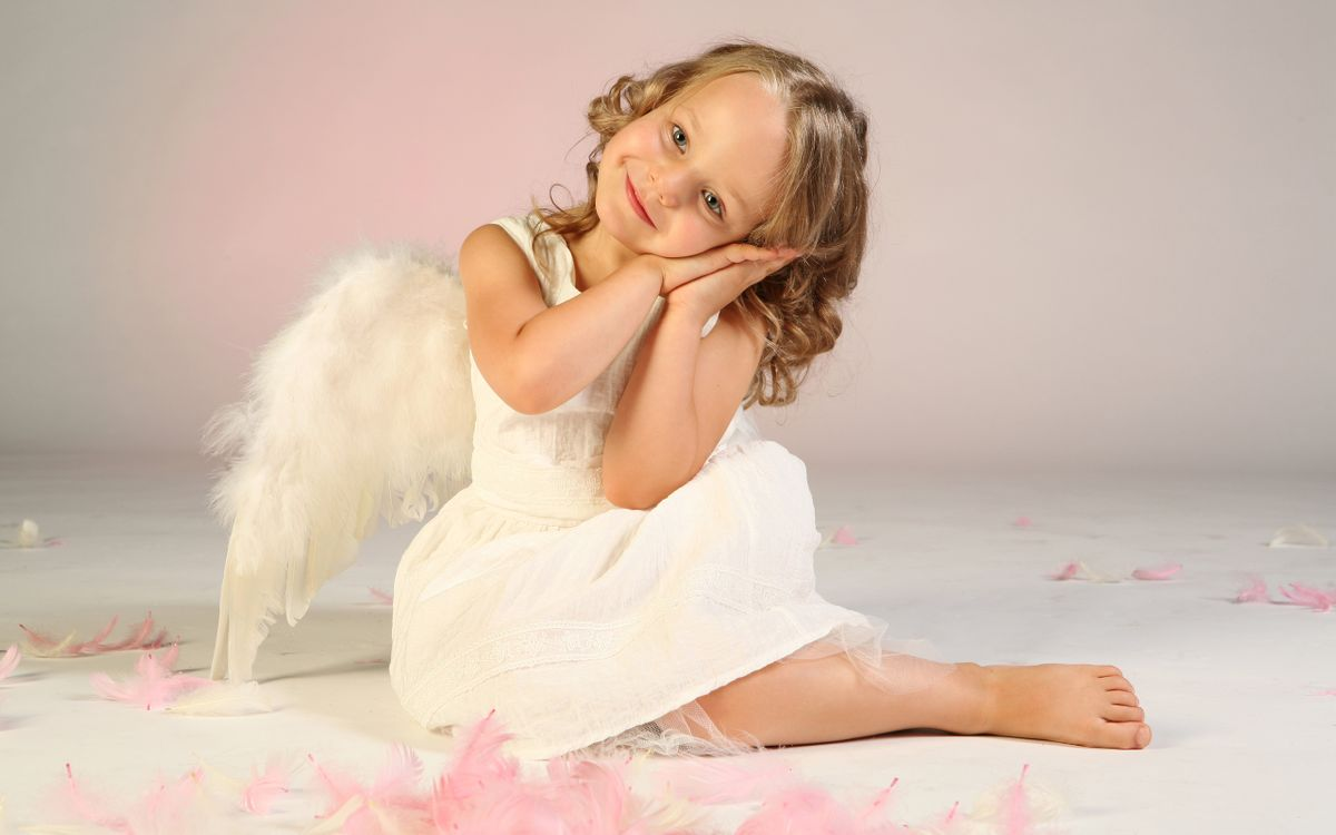 Фото бесплатно happiness, wings, cute, angel, child, little girl, beautiful, feathers, children, lovely, childhood, разное
