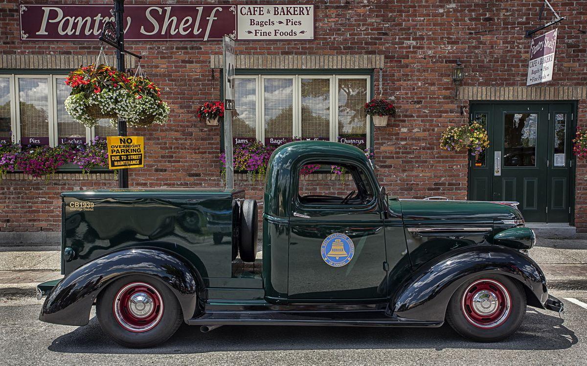 Фото бесплатно автомобиль, колеса, диски, шины, дверки, стекло, магазин, окна, надпись, вывески, машины, машины
