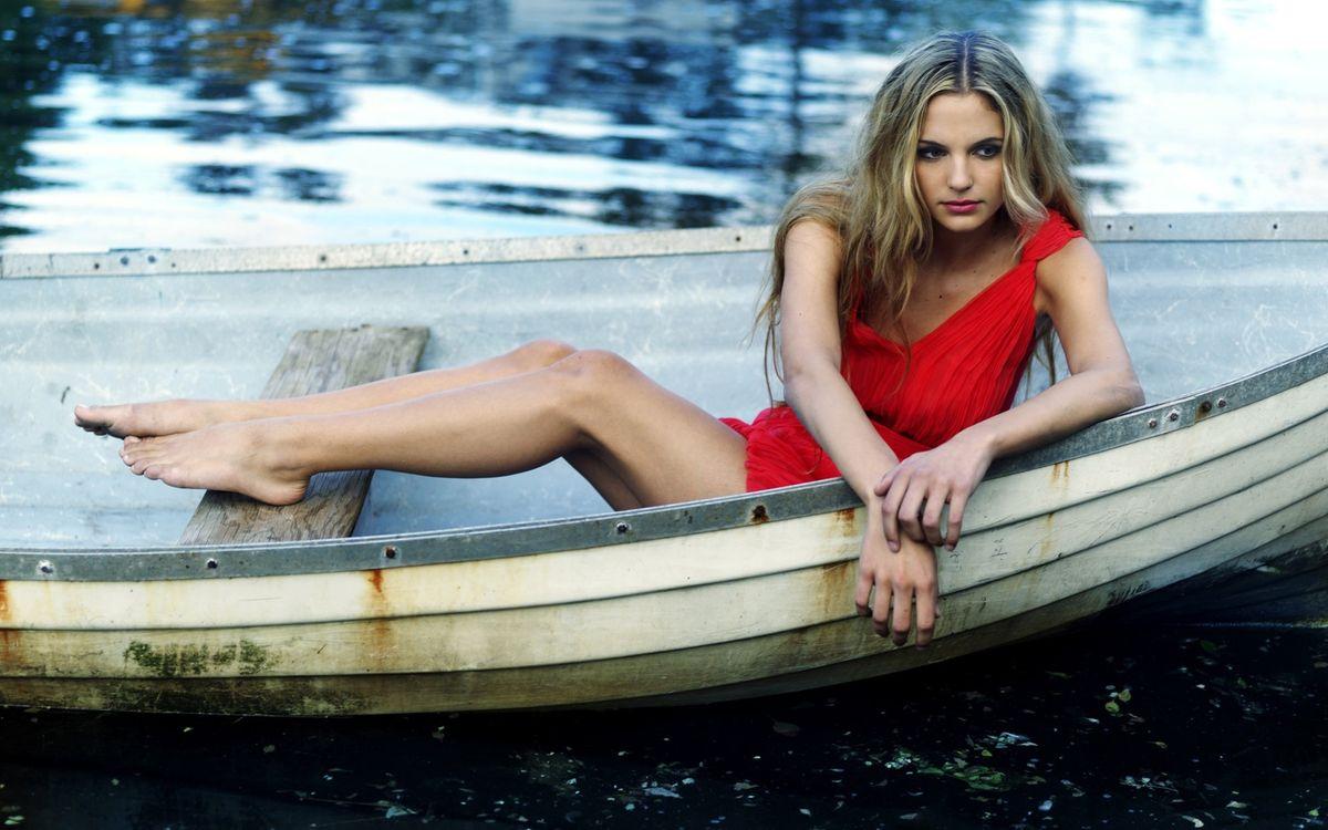 Фото бесплатно губы, ноги, лодка - на рабочий стол