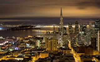 Фото бесплатно Ночной город, небоскребы, фонари, река, пролив, дороги, огни