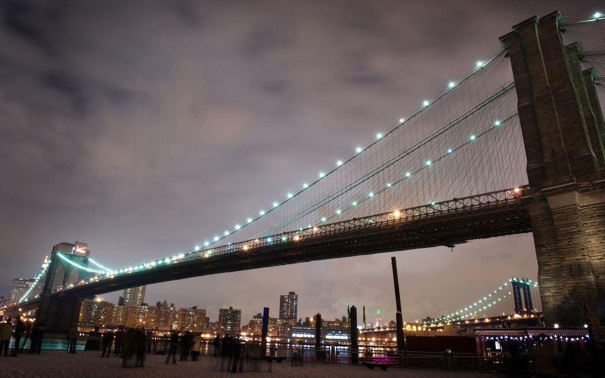 Фото бесплатно вечер, мост, подсветка, река, набережная, люди, дома, огни, город, город