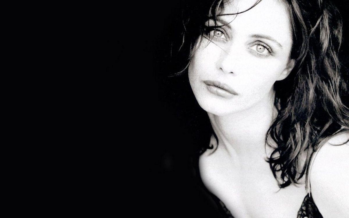 Фото бесплатно волосы, черные, глаза, губы, грустная, шея, девушки, девушки - скачать на рабочий стол