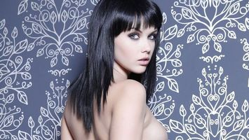 Бесплатные фото девушка, волосы, черные, грудь, глаза, губы, эротика