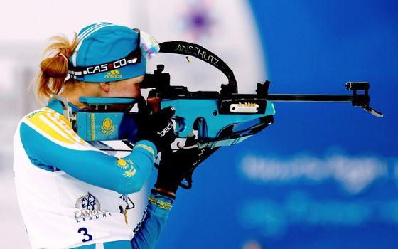 Бесплатные фото олимпиада,соревнование,биатлон,лыжи,спортсменка,стрельба,пуля,адидас,форма,костюм,винтовка,девушки