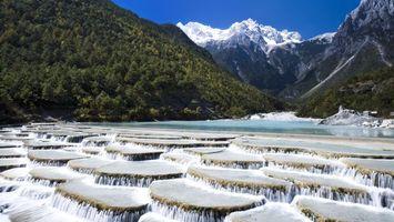 Бесплатные фото водопад,горы,снег,небо,река,трава,природа