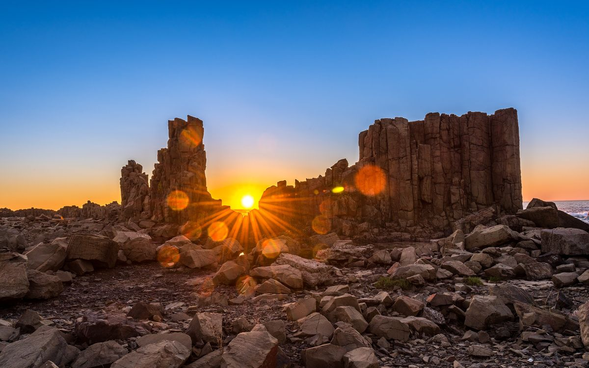 Фото бесплатно восход солнца над бомбо-хедленде, австралия, мегалитные скалы, солнце, камни, небо, природа, природа