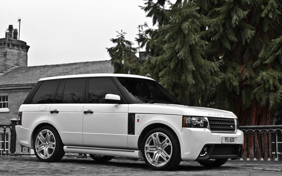Фото бесплатно range rover, vogue, 2011, белый, джип, внедорожник, кузов, фары, решетка, бампер, ель, здание, машины, машины