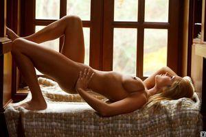 Фото бесплатно красивая, писающая, голая