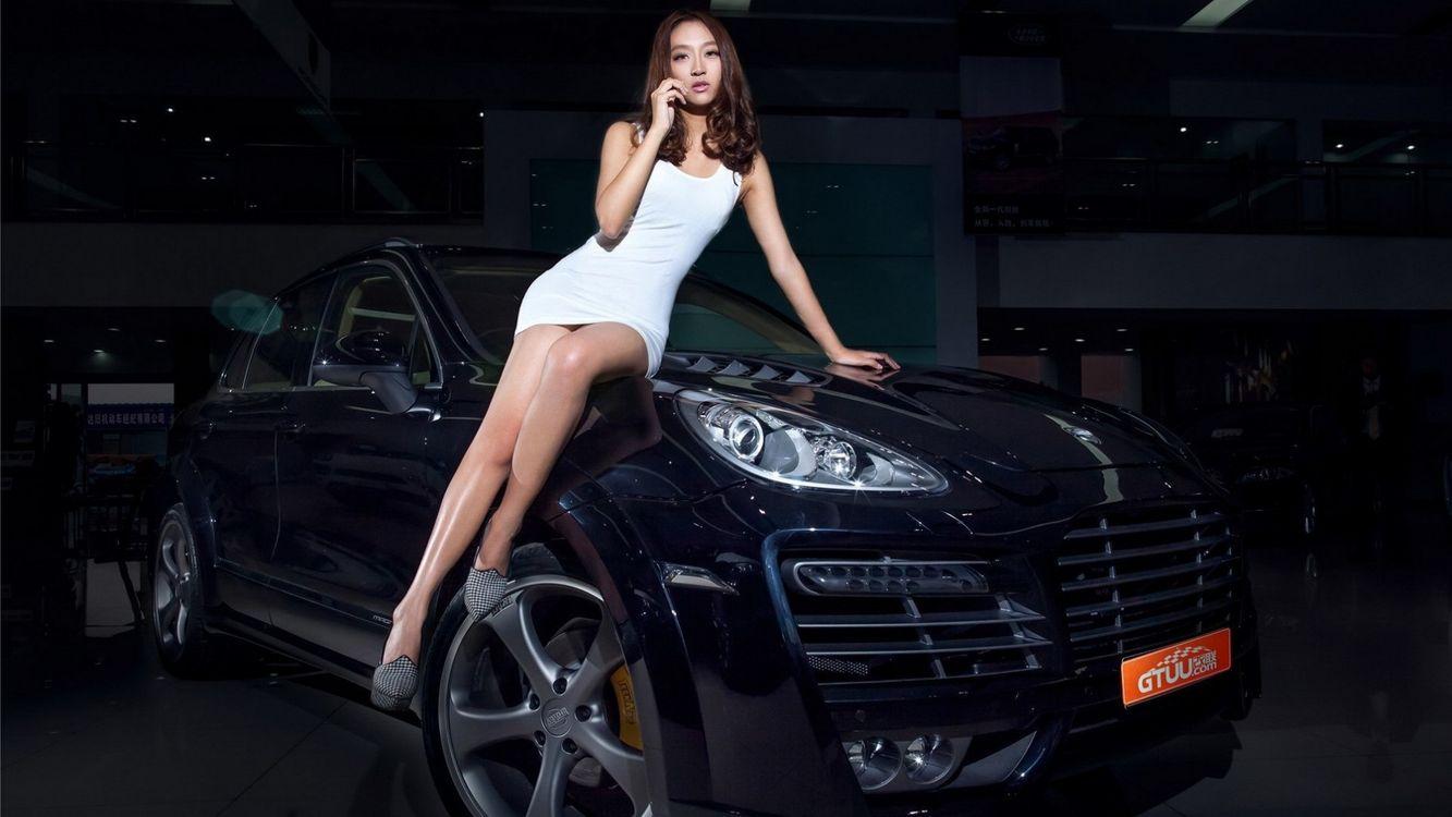 Фото бесплатно азиатка, машина, черная - на рабочий стол