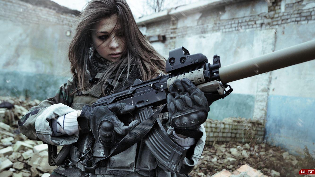 Фото бесплатно девушка, автомат, калашникова, приклад, война, волосы, оружие, оружие