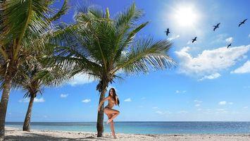 Фото бесплатно девушка, песок, груди