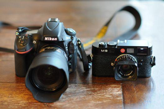 Бесплатные фото фотоаппарат,зеркалка,объектив,ремешок,стол,поверхность,кнопка,профессиональный,разное