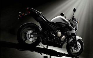 Заставки мотоцикл, yamaha, черный, спортивный, гараж, темный, фон