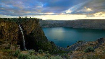 Бесплатные фото озеро,вода,горы,дорога,небо,облака,тучи