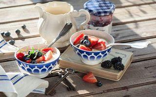 Фото бесплатно десерт, клубника, ежевика