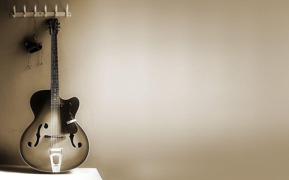 Фото бесплатно гитара, струны, гриф, вешалка, сена, серая, музыка, музыка