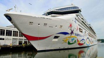 Бесплатные фото корабль,большой,причал,вода,надписи,окна,разное