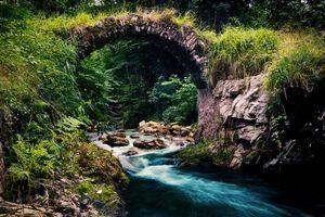 Бесплатные фото мостик,каменный,дуга,река,лес,природа