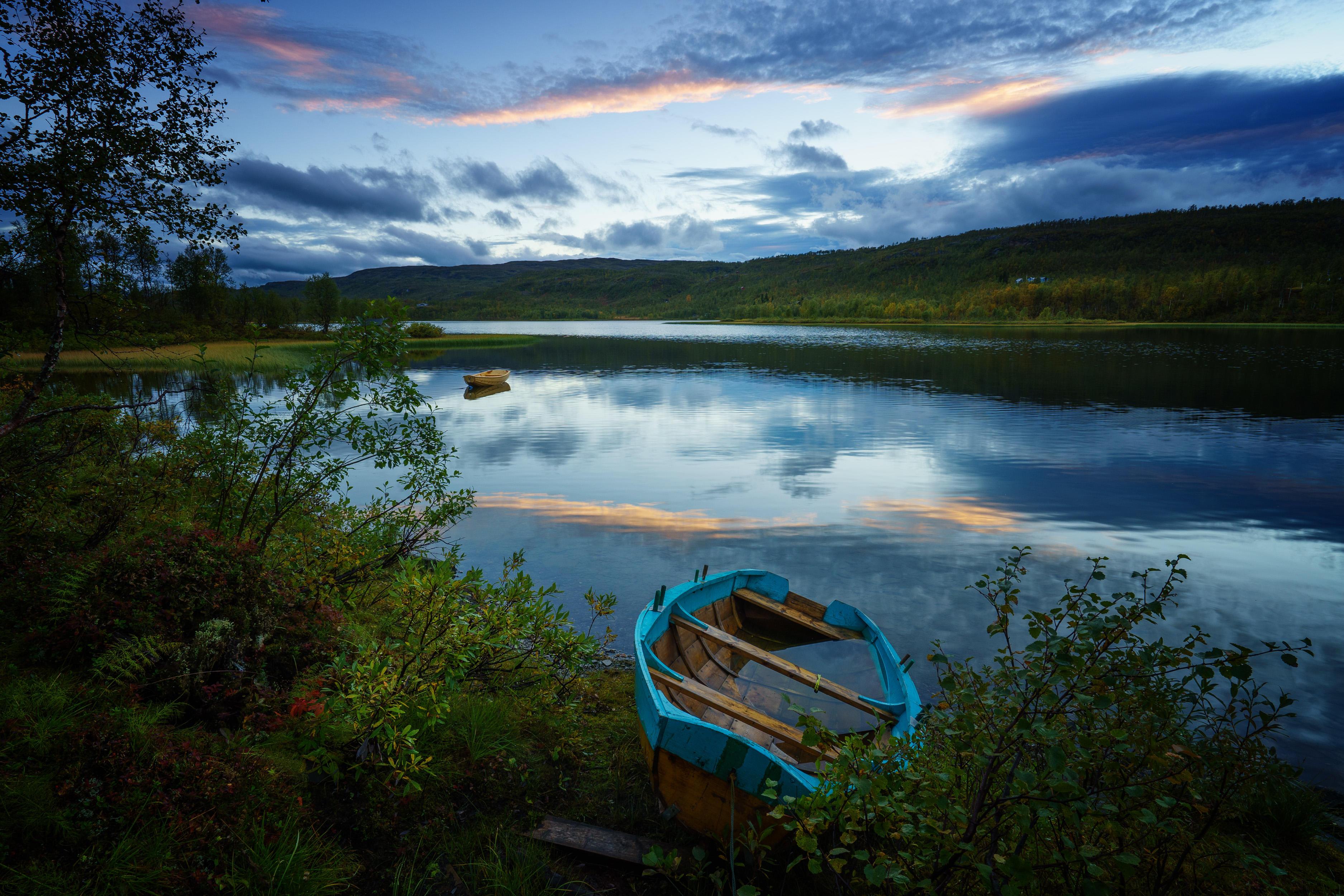 обои закат, река, берег, лодки картинки фото