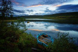 Фото бесплатно закат, река, берег, лодки, осень, пейзаж
