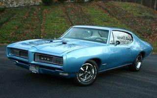 Заставки pontiac, gto, голубой, колеса, капот, зеркало, асфальт, дорога, трава, камень, кладка, машины