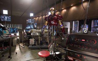 Бесплатные фото ironman, железный, человек, красный, лаборатория, стул, помещение