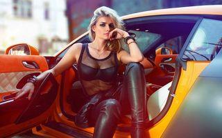 Фото бесплатно девушка, автомобиль, салон, дверка, прическа, одежда, девушки, машины