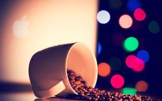 Бесплатные фото кофе,зерна,кружка,стол,падение,блики,apple